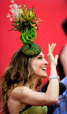 Sarah Jessica Parker, Take One Emo Fashion, Gothic Fashion, Victorian Fashion, Fascinator Headband, Fascinators, Headpieces, Philip Treacy Hats, Mad Hatter Hats, Kentucky Derby Hats