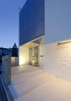 持出し壁を活かした白い家 05/23 Stairways, My Dream Home, Entrance, Villa, Mansions, Dream Houses, Architecture, House Styles, Room