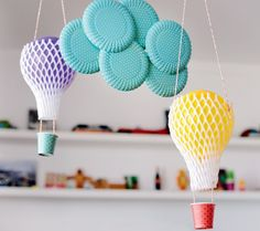 Pratos, bexigas e copos podem fazer parte da decoração (Foto: Divulgação)