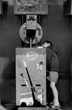 Parc de loisir, Londres, Angleterre, 1967. © Henri Cartier-Bresson/Magnum Photos.