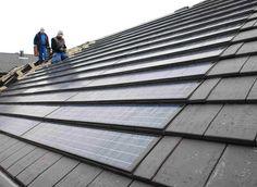 zonnepanelen mooi weggewerkt in de rest van de leistenen dakbekleding