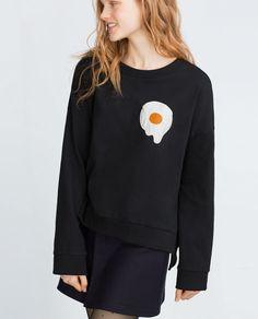 Image 4 of SWEATSHIRT WITH APPLIQUÉ from Zara