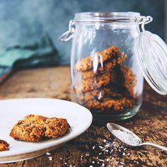 Miam miam les petits cookies véganes healthy & homemade . Je vous poste probablement la recette en fin de semaine. Ce sera la p'tite recette gourmande pour le we  #eatvegan #naturopathie #eatnatural #organicfood #naturalfood #yummy #instapic #instafood #foodpic #veganrecipe #recettevegetale #eatnatural #naturalfood #healthyfood #naturopathie #foodphotography #foodporn #pornfood #homemade #cookbook #saveursvegan #vegancookbook #freshfood #cleanfood #freshfood #cake #patisserievegetale…