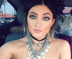 """How to get the, """"Kylie Jenner Blue Eye"""" in your photos."""