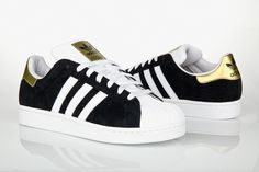 Adidas originals. More the hubby's style but haven't made a board for him yet...