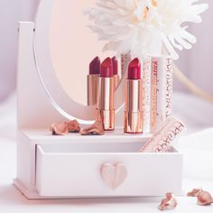 A jaký odstín rtěnky nemůže na podzim chybět vám ? #Dermacol_CZ_SK #Dermacol #Dermacolcosmetics #lipstick #lip #longlastinglipstick #red #love #cosmetics #makeup #beauty #autumn #DermacolOfficial | http://www.dermacol.cz/produkt/longlasting-lipstick/