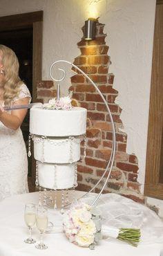 Hanging Chandelier Wedding Cake www.cakestackers.com
