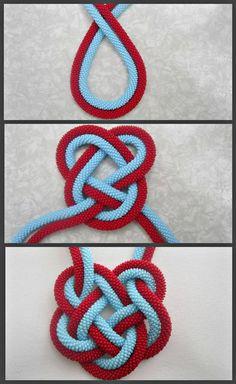 23 Clever DIY Christmas Decoration Ideas By Crafty Panda Jewelry Knots, Macrame Jewelry, Fabric Jewelry, Bracelet Crafts, Jewelry Crafts, Bracelet Knots, Knot Necklace, Paracord Knots, Macrame Bracelets
