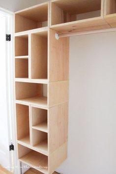 Este organizador de armario de bricolaje DIY personalizado no sólo es fácil de construir, pero hace que la creación de su propia configuración de armario personalizado tanto simple y asequible!... ------------