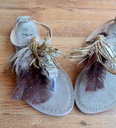 Sandalias boho con plumas DIY - Departamento de Ideas