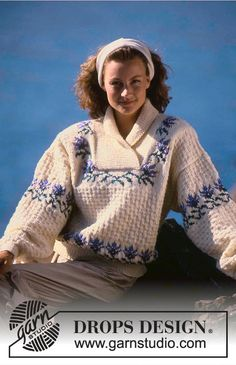 DROPS 19-20 - DROPS jumper with flower borders and textured pattern in Karisma. - Free pattern by DROPS Design