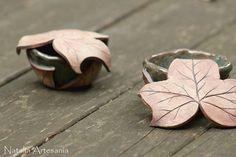Efeu Blattdosen Ceramic Art, Cuff Bracelets, Cufflinks, Ceramics, Accessories, Jewelry, Ivy, Ceramica, Pottery