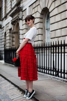 I absolutely love this full skirt with converse, so cute, and that she pulled the bold red into her accesories (and her lipstick!)