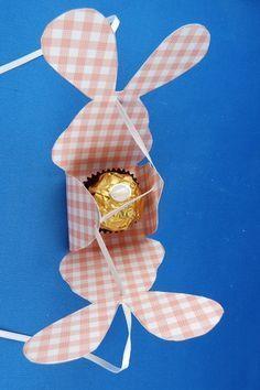 Ostereier oder andere kleine Osterüberraschungen lassen sich in dieser niedlichen Hasenschachtel aus Karton gut verstecken.