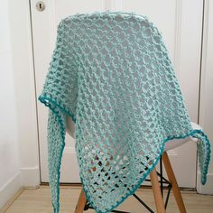 Vol van Wol: Airy Triangular Scarf with Picots Crochet Cardigan, Crochet Scarves, Crochet Shawl, Crochet Clothes, Crochet 101, Crochet Granny, Free Crochet, Crochet Designs, Crochet Patterns