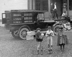 JCLC's ancestor: In the Jefferson County funded a wagon bookmobile Little Free Libraries, Little Library, Free Library, Book Writer, Book Nerd, London Bookstore, People Reading, Mobile Library, Jefferson County