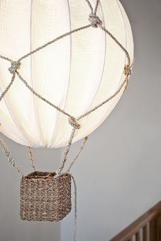 a beautiful hot air balloon lamp using rope and an IKEA Regolit lampshade is a gorgeous and dreamy DIY Diy Balloon, Diy Hot Air Balloons, Lampe Ballon, Room Lamp, Desk Lamp, Baby Boy Rooms, Baby Room Decor, Lampshades, Burlap Lampshade
