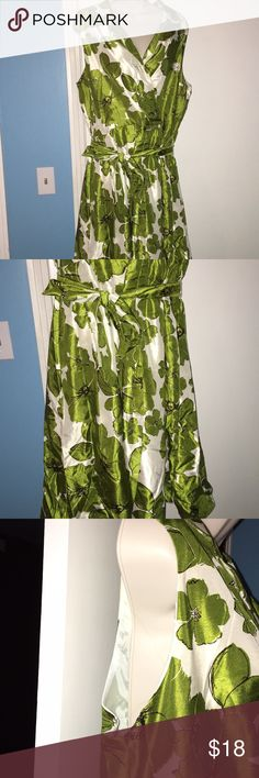 Jessica Howard Dress Women's size 18 floral dress with off white, black and olive green. It is sleeveless but would be perfect paired with a jacket or sweater. The length is 40 inches and the chest is 34 inches laying flat all the way around. Jessica Howard Dresses Midi