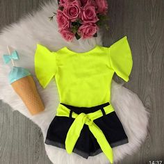 No amarelo neon 😍No site disponível do 1 ao 10 anos Site www.babyminidiva.com.br Cute Baby Girl Outfits, Little Girl Dresses, Toddler Outfits, Kids Outfits, Cute Outfits, Baby Girl Fashion, Toddler Fashion, Kids Fashion, Neon Outfits