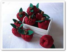 Sachê em formato de maçã, feita com tecido e cheirinho de maçã e canela. <br>medidas: 5x5 <br>Fazemos em outras cores, consulte,.