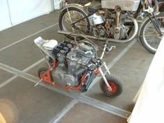 Heck with MotoGP bikes. This is serious power to weight ratio! A scooter monkey bike with a huge motorcycle engine. Mini Bike, Mini Moto, Go Kart, Custom Motorcycles, Custom Bikes, Custom Choppers, Dh Velo, Foto Picture, Drift Trike
