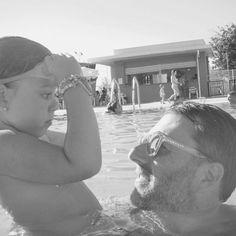 ...Miradas que lo dicen todo... #mapetiteprincesse #love #papaycarmen #family #holidays #summer #momentosbonitos #momentosmagicos #muerodeamor #comomegustamipueblo