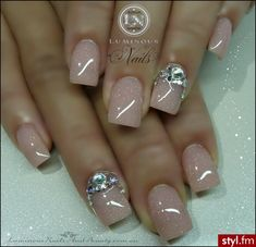 Shimmery Nude Nails with a touch of bling Diva Nails, Glam Nails, Fancy Nails, Nude Nails, Nail Manicure, Pretty Nails, Glittery Nails, Shiny Nails, Garra