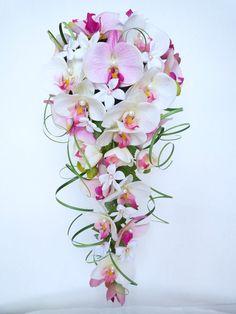Buquê de casamento cachoeira branco orquídea rosa branco jasmim e casa … Waterfall White Orchid Pink Jasmine White Wedding Bouquet and Wedding … Orchid Bouquet Wedding, Cascading Wedding Bouquets, Cascade Bouquet, Bride Bouquets, Bridal Flowers, Rose Bouquet, Floral Bouquets, Bridesmaid Bouquet, Floral Wedding
