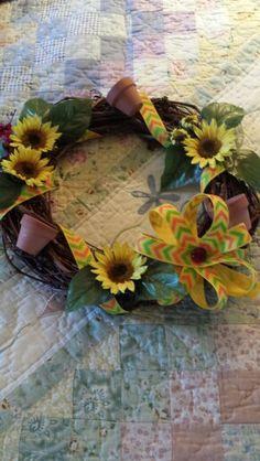 Sunflower wreath with little terracotta flowerpots