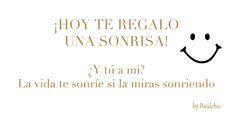 ¡Hoy sin motivos, te invitamos a sonreír!  #buenosdias #FraseDelDia #FelizJueves #baulchic