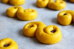 - how to bake good  saffron-lussekatter -