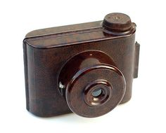 "Made by E. Elliott Ltd. in England, circa 1935, the V.P. Twin is a compact plastic camera that was originally sold at Woolworth's (UK) stores. It was available in black, red, green, blue, and the ""walnut marbled finish"" shown here."
