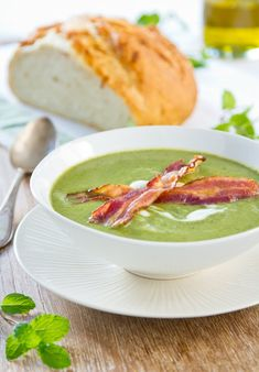 Creamy pea soup with crispy bacon Creamy Peas, Lard, Flat Shapes, Pea Soup, Eating Well, Cake Recipes, I Am Awesome, Bacon, Curry