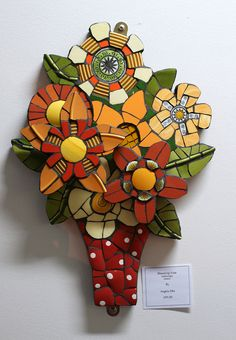 Blooming vase by Angela Ibbs Mosaics. Love the multidimensional nature of this. Mosaic Wall, Mosaic Glass, Mosaic Tiles, Stained Glass, Glass Art, Mosaic Mirrors, Sea Glass, Mosaic Crafts, Mosaic Projects