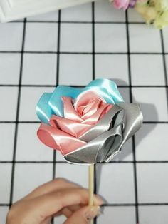 Diy Ribbon Flowers, Ribbon Flower Tutorial, Paper Flowers Craft, Ribbon Work, Ribbon Crafts, Flower Crafts, Fabric Flowers, Diy Crafts Hacks, Diy Crafts For Gifts