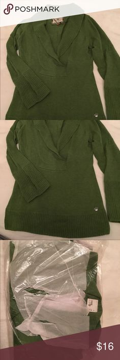 NWT Esprit Kelly Green V Neck Sweater NWT Esprit knit sweater - Kelly green color. Listing is for the one in the package (mine is the one pictured - I over bought for xmas presents!) Esprit Sweaters V-Necks
