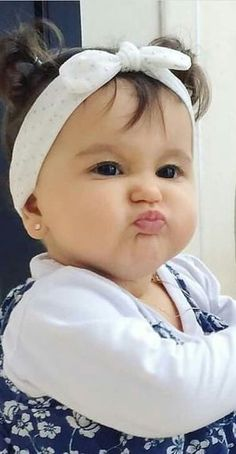 ideas funny baby girl pictures faces for 2019 So Cute Baby, Cute Kids Pics, Cute Baby Girl Pictures, Baby Kind, Baby Photos, Funny Baby Faces, Funny Babies, Funny Kids, Baby An Bord