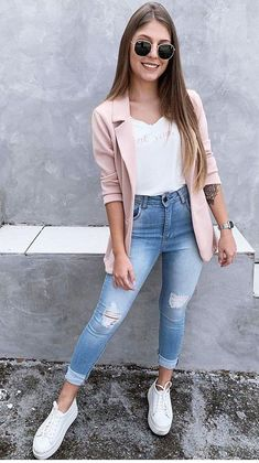 Are you searching for spring outfits with jeans and sneakers for everyday style? Then do not go anywhere just click over here asap. Source by hairstraightenerbrands spring outfits Casual Work Outfits, Work Casual, Classy Outfits, Trendy Outfits, Cool Outfits, Outfit Formal, Office Outfits, Casual Summer, Outfit Jeans