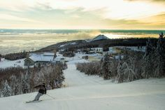 Le Massif de Charlevoix is a unique destination in Canada! Plan and book your vacation package in the Charlevoix region. Charlevoix Quebec, Snowboarding, Skiing, Canada, Vacation Packages, Explore, List, Fun, Ipad