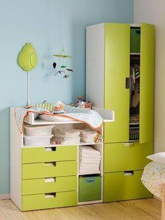 Cambiador, cajonera y armario en verde, de Ikea