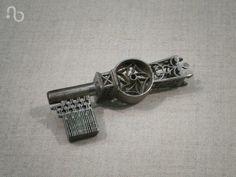 16th century warded key