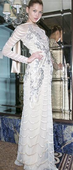 Temperley London, 2013 Modest Fashion, Love Fashion, Runway Fashion, High Fashion, Fashion Design, Pure Couture, White Gowns, Yes To The Dress, Designer Gowns