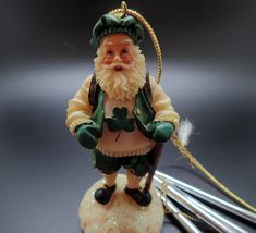CHRISTMAS 7/'/'INCH CERAMIC DOLL COUNTRY OF IRELAND ORNAMENT-NEW BOXED 1 ONLY