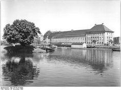 Berlin, Mühlendammschleuse, Staatliche Münze;  26.11.1956 Berlin: Partie an der Mühlendammschleuse, das Gebäude der Münze und Ministerium für Kultur.