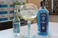 We gaan de citrus/kruidige tour op met één van de bekendste Gins, al dan niet wegens de legendarische blauwe fles, Bombay Sapphire East. Deze combineren we met de Fever Tree Mediterranean Tonic en vullen we aan met peper, gember en limoen. Ideaal voor wie, zoals mezelf, van een kruidige Gin Tonic houdt.