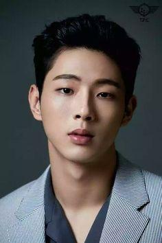 Risultati immagini per Ji Soo face Korean Star, Korean Men, Kim Jisoo Actor, Capitan America Actor, Strong Girls, Strong Women, Ji Soo Actor, Park Bogum, Korean Haircut