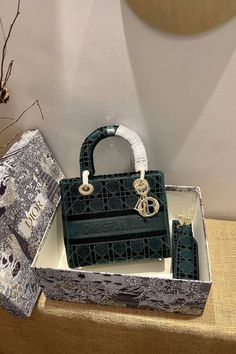 Luxury Purses, Luxury Bags, Cute Purses, Purses And Bags, Underwater Restaurant, Hobo Style, Purple Bags, Cute Bags, Fashion Bags