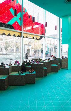 BLUEBOARD #POPUPSTORE FOR @munichsports @LaMaquinistaBcn @Cartonlab #fashion #retail #popup #popupstore #popupshop #popupboutique http://fb.me/4bFnKlxMM