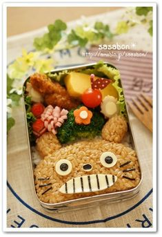 totoro bento- soy rice with Tororo's face Cute Bento Boxes, Bento Box Lunch, Bento Food, Cute Food, Good Food, Yummy Food, Japanese Lunch Box, Japanese Food, Kawaii Cooking
