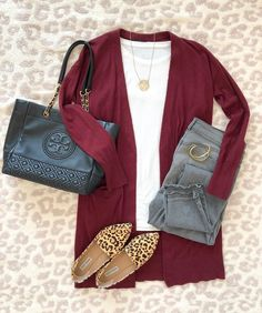 Today's outfit of the day is this cardigan outfit from my Fall capsule wardrobe: burgundy cardigan, white tee, gray jeans and… Fashion Mode, Look Fashion, Fashion Outfits, Womens Fashion, Trendy Fashion, Fashion Tips, Fall Winter Outfits, Autumn Winter Fashion, Casual Work Outfits